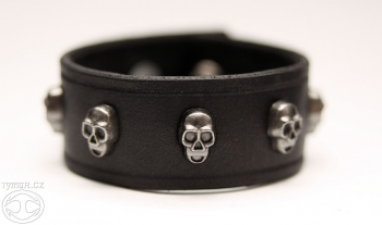 bracer_skulls